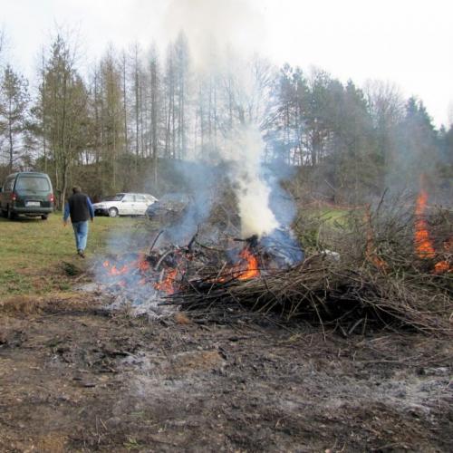 brigáda rybářů - pálení větví